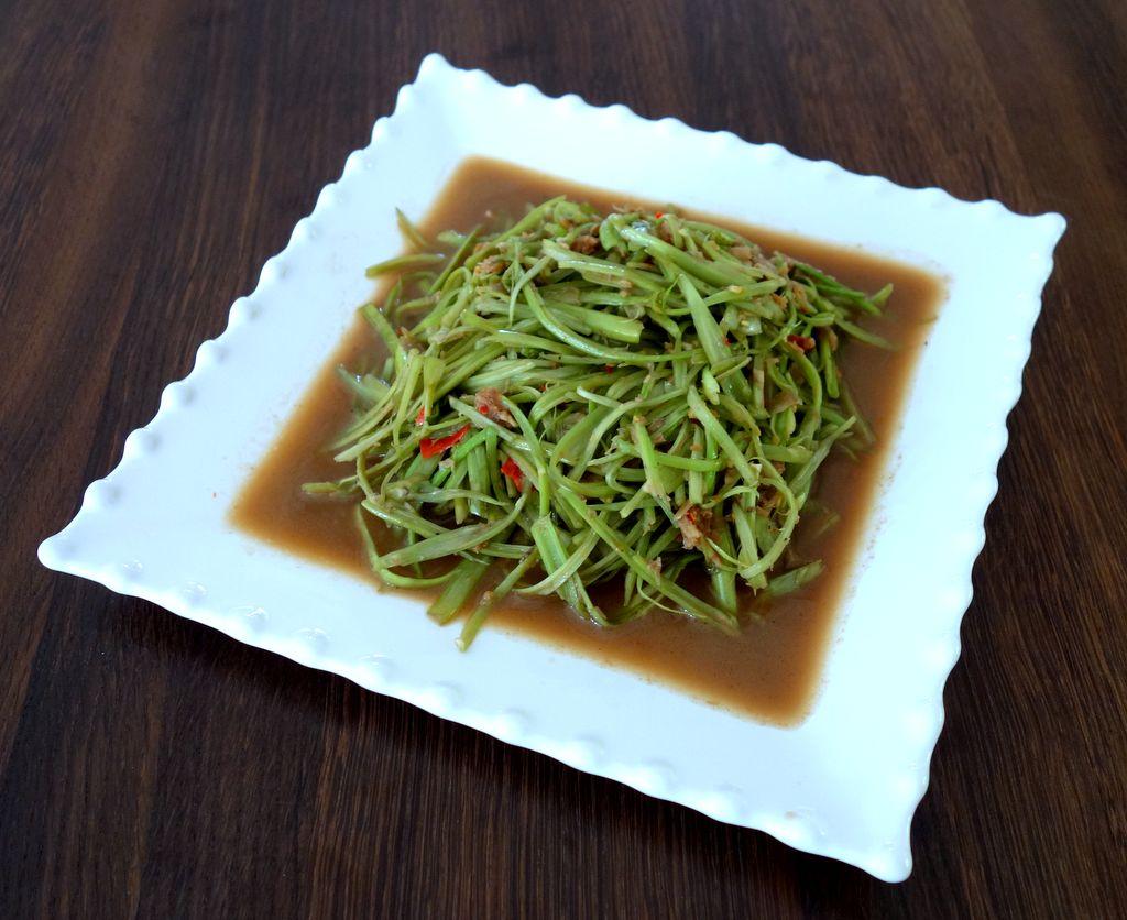 ผักบุ้งไทยผัดกะปิ