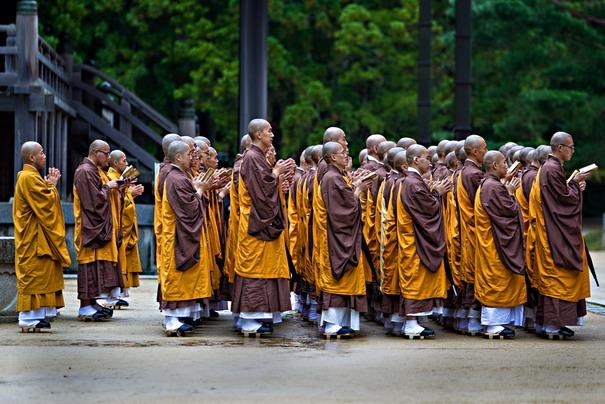 จุดเริ่มต้นของศาสนาพุทธในญี่ปุ่นนั้น ถูกถ่ายทอดมาจากอาณาจักรปักเซ (Packche)  ของเกาหลี มายังญี่ปุ่นประมาณศตวรรษที่ 5ขณะเดียวกัน  พุทธศาสนาในแต่ละยุคของญี่ปุ่น ...
