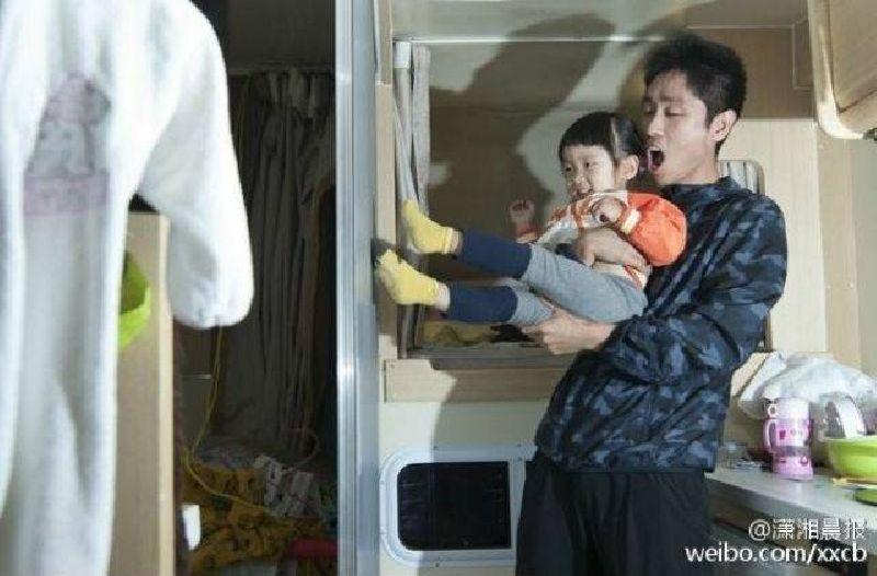 ไม่สนใครจะว่าบ้า! พ่อชาวจีนขายทิ้งหมด บ้าน-ธุรกิจ หอบเงิน พาลูก2ขวบเที่ยวรอบโลก5ปี