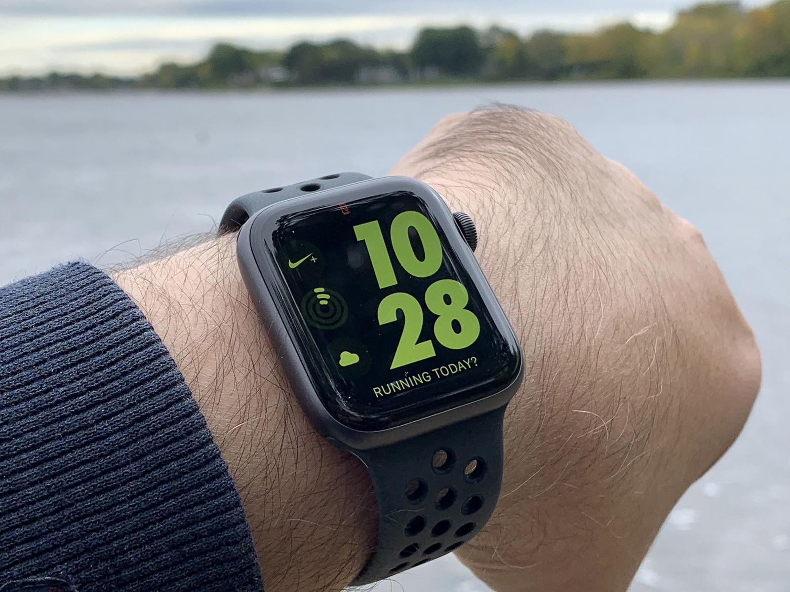 เล อกอ นไหนด ระหว าง Apple Watch 4 Nike ก บ Garmin Forerunner 235