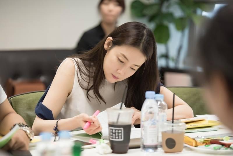 """ผลการค้นหารูปภาพสำหรับ Woman With a Suitcase"""" ทางช่อง MBC"""