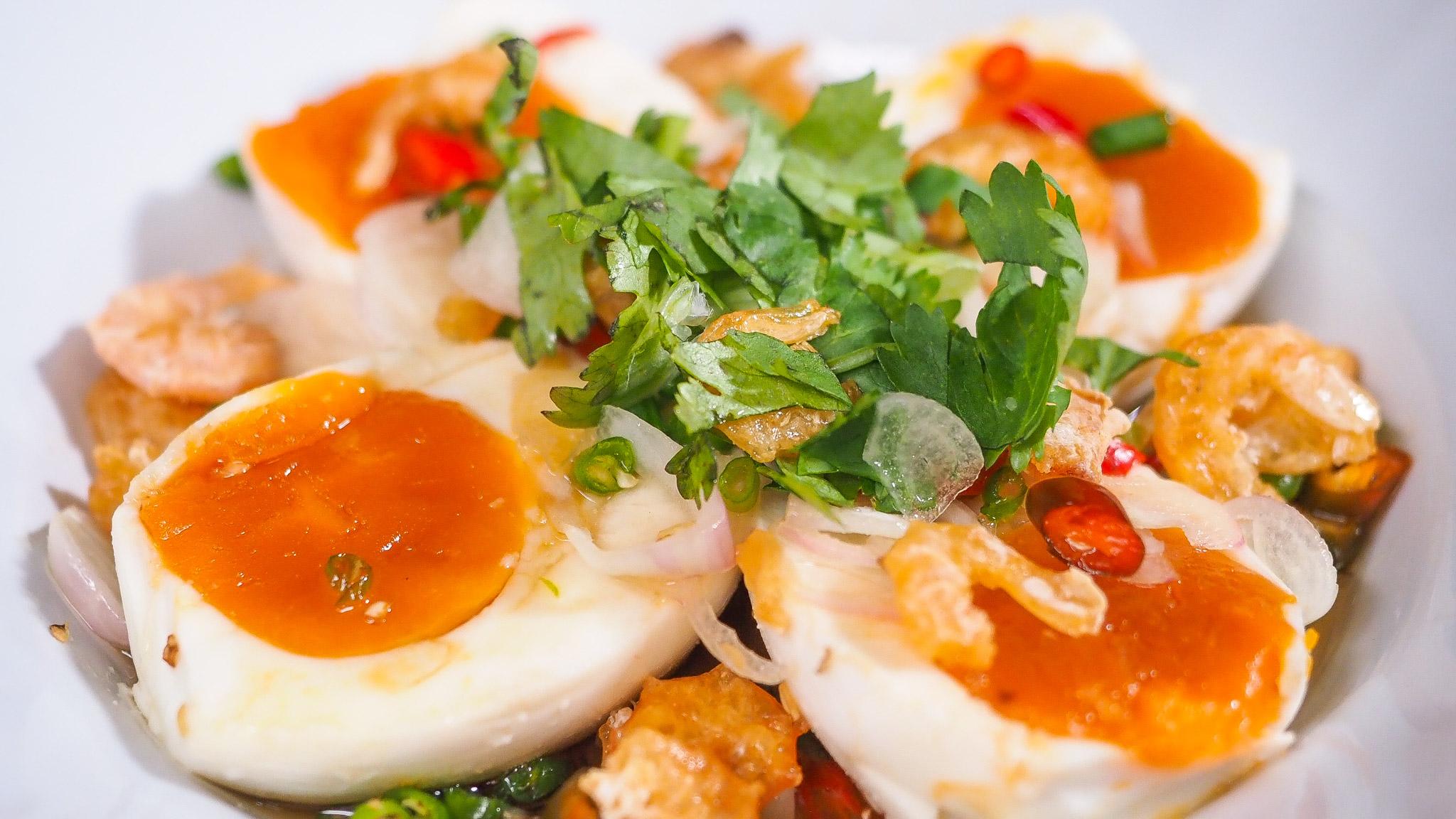 วิธีทำยำไข่เค็มให้อร่อย เหมือนร้านข้าวต้ม พร้อมสูตรน้ำยำรสเด็ด ทำง่ายมาก - Mai's Kitchen - Pantip