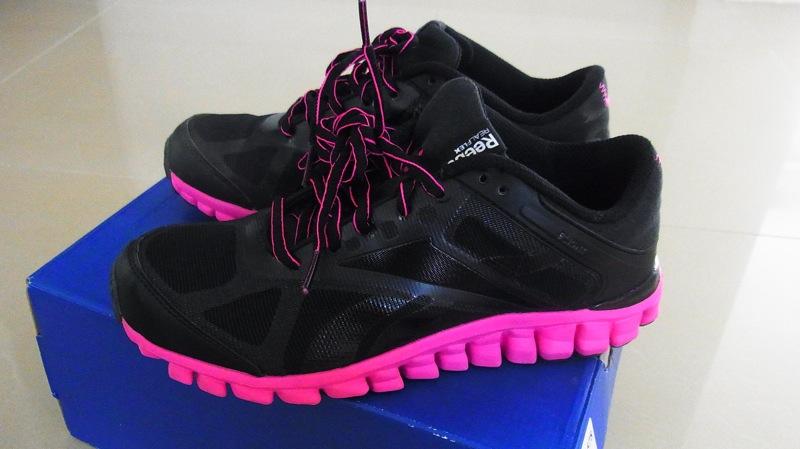 32562ec128 reebok running shoes pantip