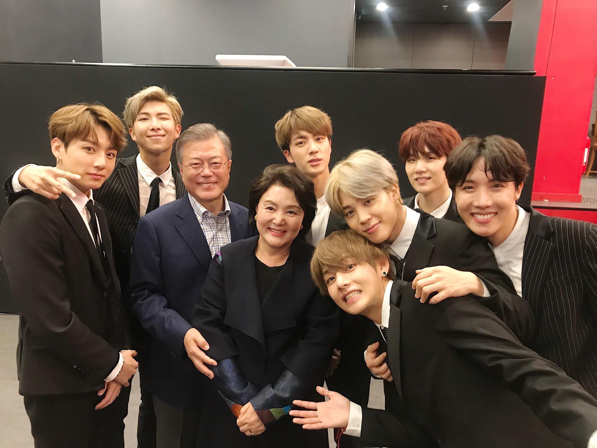 BTS] ร่วมแสดงใน Korea-France Friendship Concert ต่อหน้าประธานาธิบดีมุนแจอินแห่งเกาหลีไต้ และบุคคลสำคัญ - Pantip