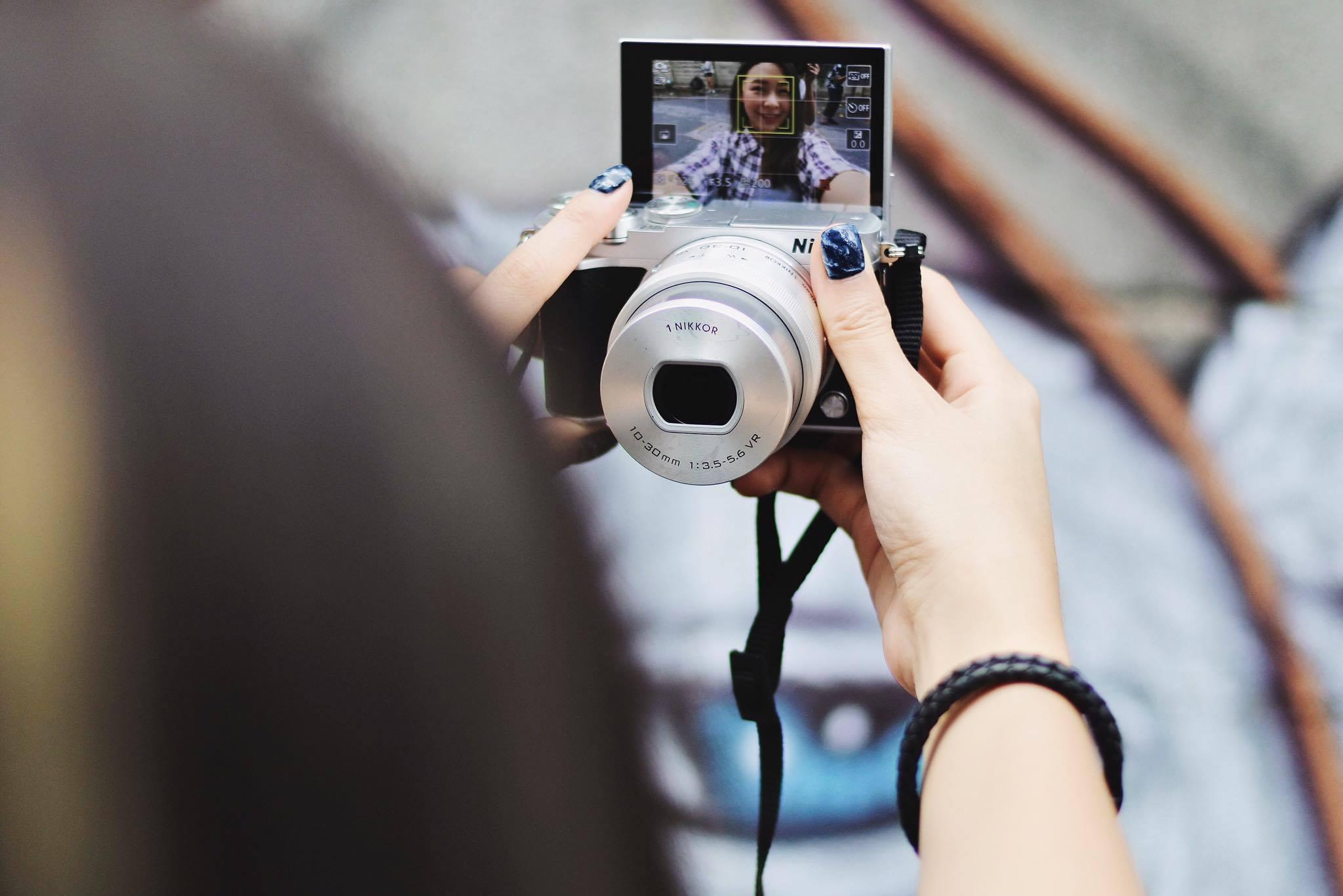 Nikon 1 J5 Pantip Double Kit 10 30mm 30 110mm Black Lcd 180 Selfie Micro Sd Carad Usb Hdmi