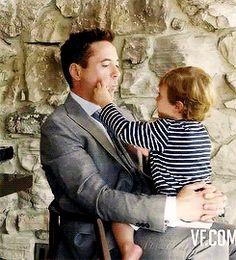 ... เป็นคุณพ่อของครอบครัว Downey เท่าไหร่  ผมจึงเอาภาพน่ารักๆของป๋ากับภรรยาและลูกๆทั้ง 3  คนของป๋ามาให้ดูพร้อมประวัติลูกๆของป๋าเล็กน้อยครับ