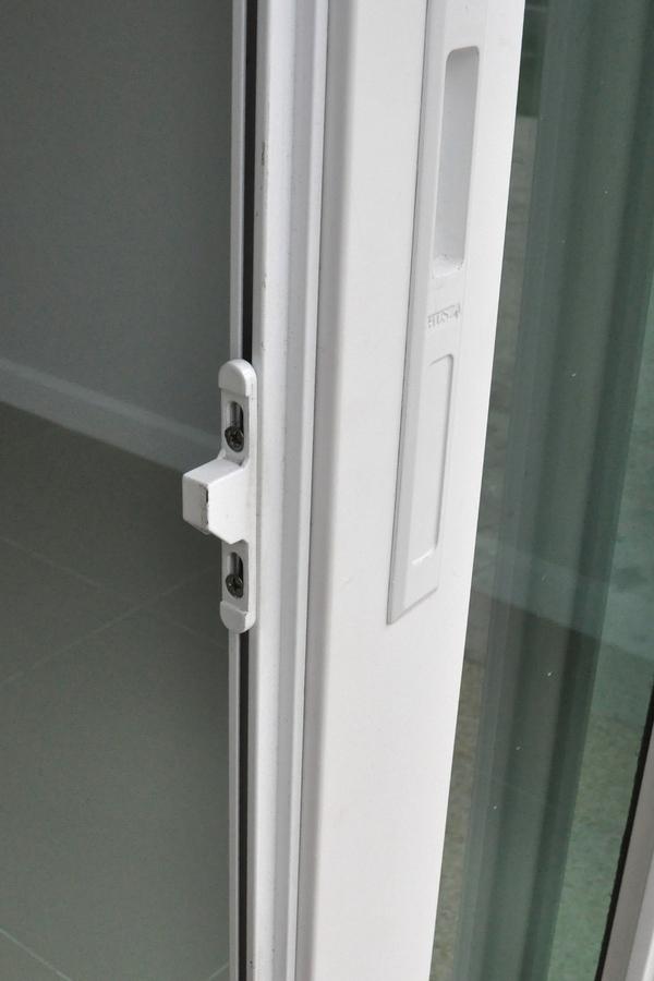 ไส้กุญแจของประตูเลื่อน Windsor มันก๊องแก๊งมาก มีเปลี่ยนให้