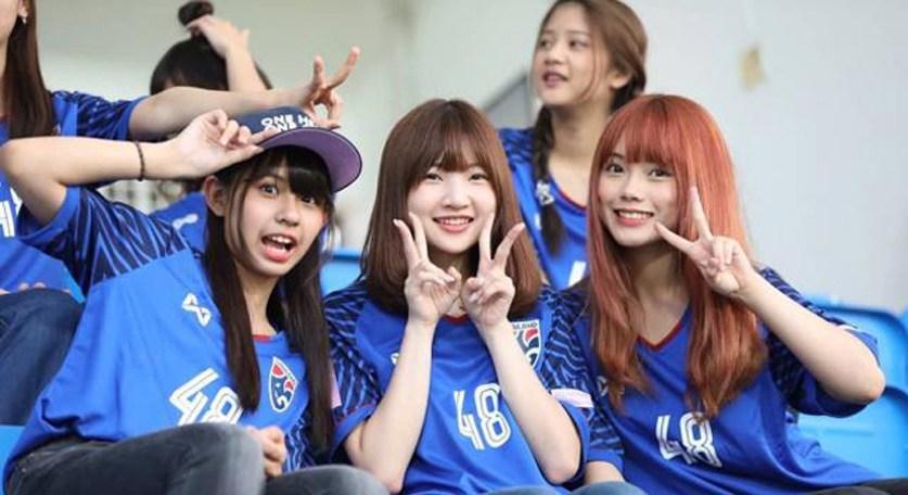 ผลการค้นหารูปภาพสำหรับ โอตะ ฟีฟ่า ลีก : การขยายสังคมด้วยฟุตบอลของแฟนคลับ BNK48