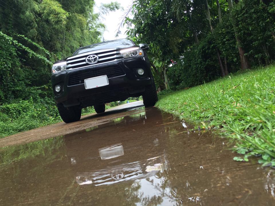 [รีวิว]ความสำคัญของระบบ VSC และ TRC กับเทคนิคการขับขี่ Revo ในหน้าฝนอย่างปลอดภัย