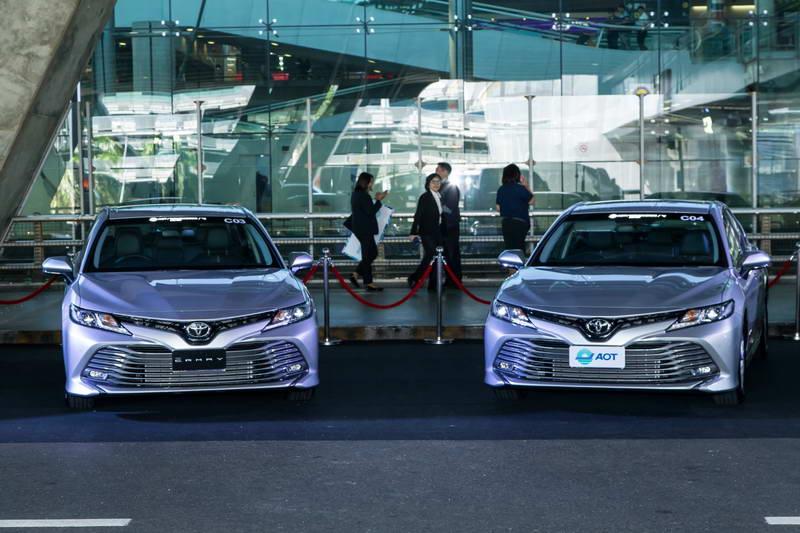 ท่าอากาศยาน AOT รับมอบ Toyota Camry ใหม่ เป็นลีมูซีน ให้บริการที่
