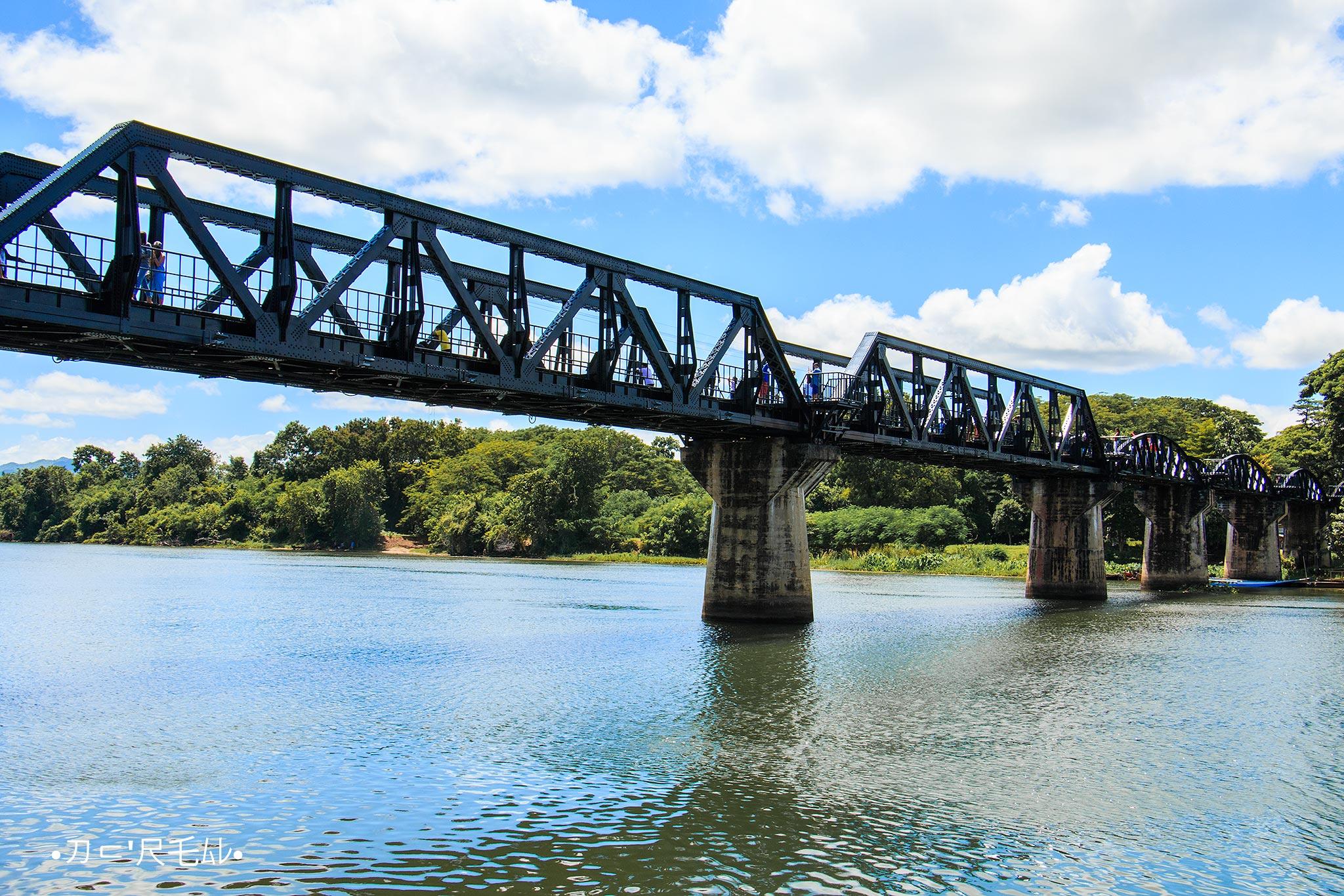 ผู้หญิงเที่ยวคนเดียว สะพานข้ามแม่น้ำแคว