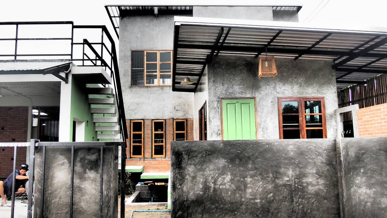 บ้านสาถาปานึก สร้างในพื้นที่ 51 ตรว. งบประมาณ 1.3 ล้าน 3 นอน 4 ห้องน้ำ 1 โกดัง จอดรถ 2 คัน