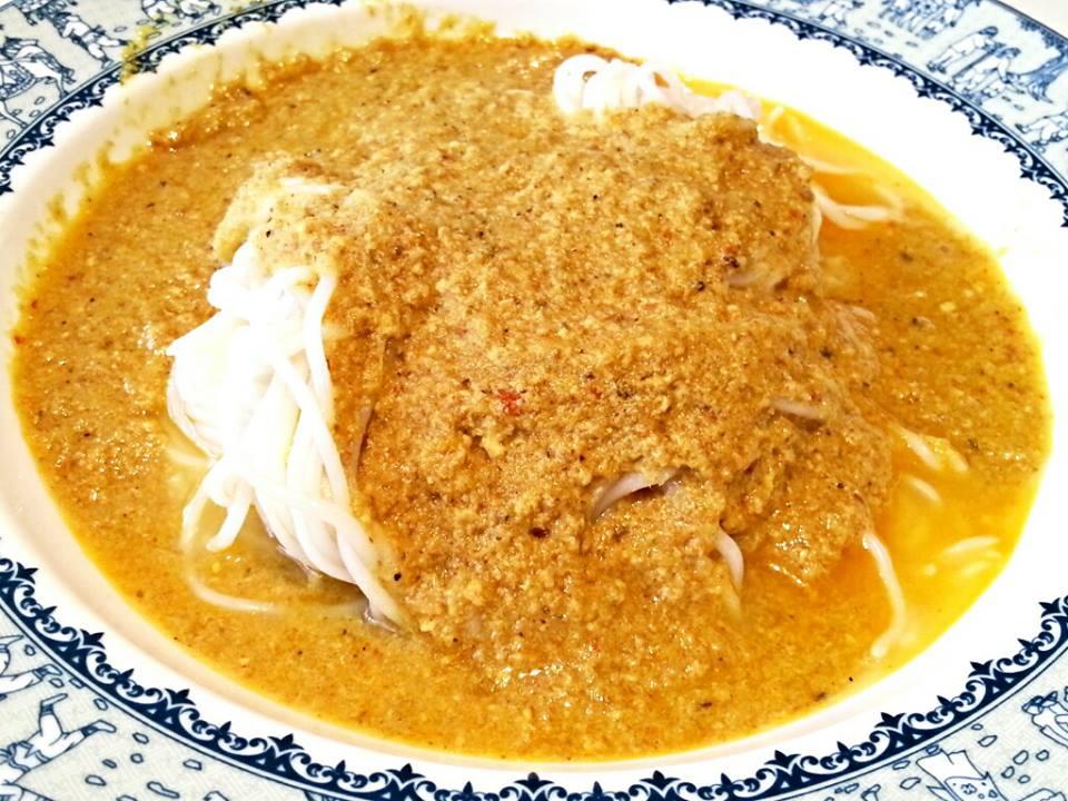 ขนมจีนน้ำยากะทิไก่