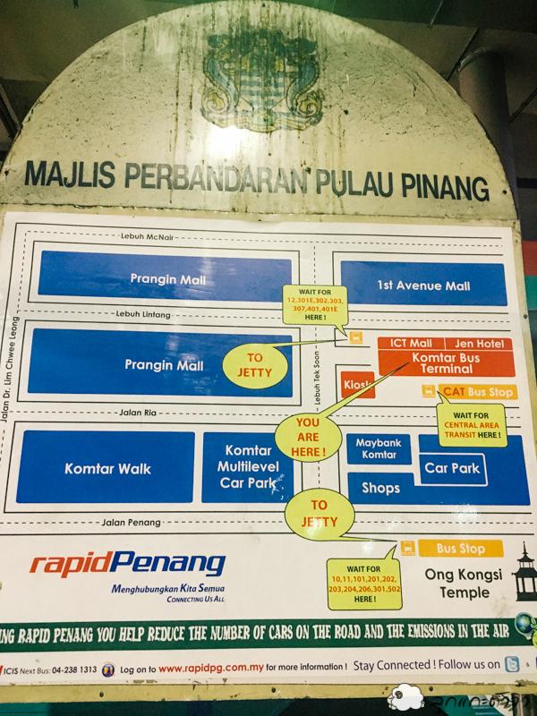รอแป๊บเดียว รถเมล์ก็มา หลังจากหาข้อมูลเรื่องค่าโดยสารในรีวิวมาแล้วว่า 4 RM เราก็บอกคนขับรถเมล์ว่า Penang National Park พร้อมกับหยอดเงิน 4 RM