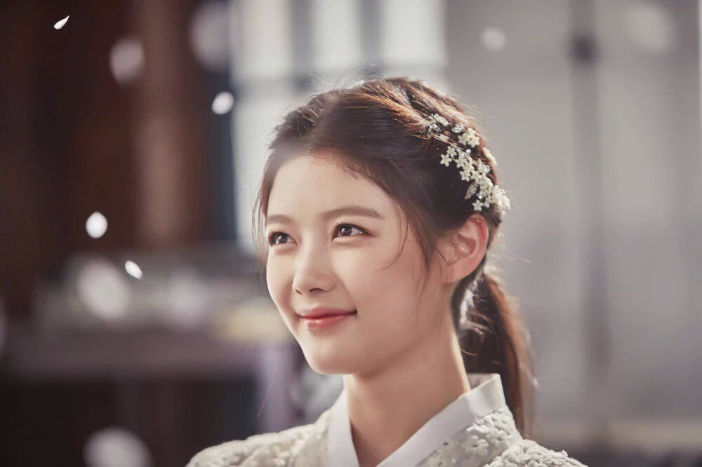 นางเอก คิมยูจอง ซีรี่ส์ Moonlight Drawnby Clouds #รักเราพระจันทร์เป็นใจ  ทำไมน่ารักจัง - Pantip