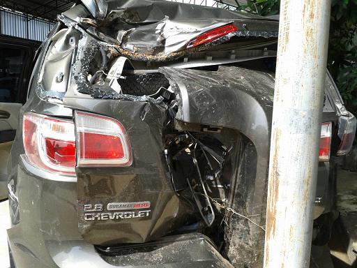 MotorInsurance-ศูนย์บริการทำ เชฟโรเลท เทรลเบรเซอร์ กลายเป็นซาก