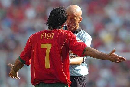 ปิแอร์ลุยจิ คอลลิน่า ผู้ตัดสินที่เคยผ่านการทำหน้าที่ในนัดชิงชนะเลิศ ฟุตบอลรายการสำคัญอย่าง ฟุตบอลโลก